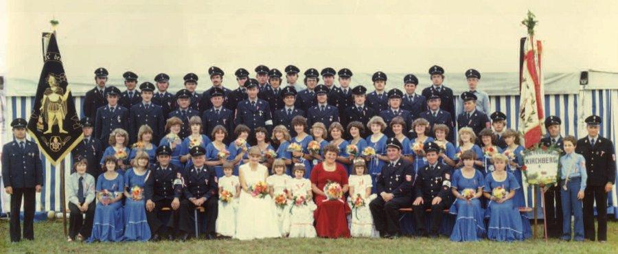Gruppenbild anlässlich der Fahnenweihe zum 100-jährigen Gründungsfest der FFW Kirchberg vom 15.07.1979